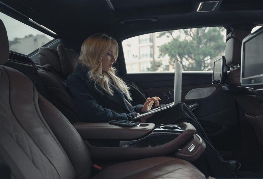 Arbeit im Auto